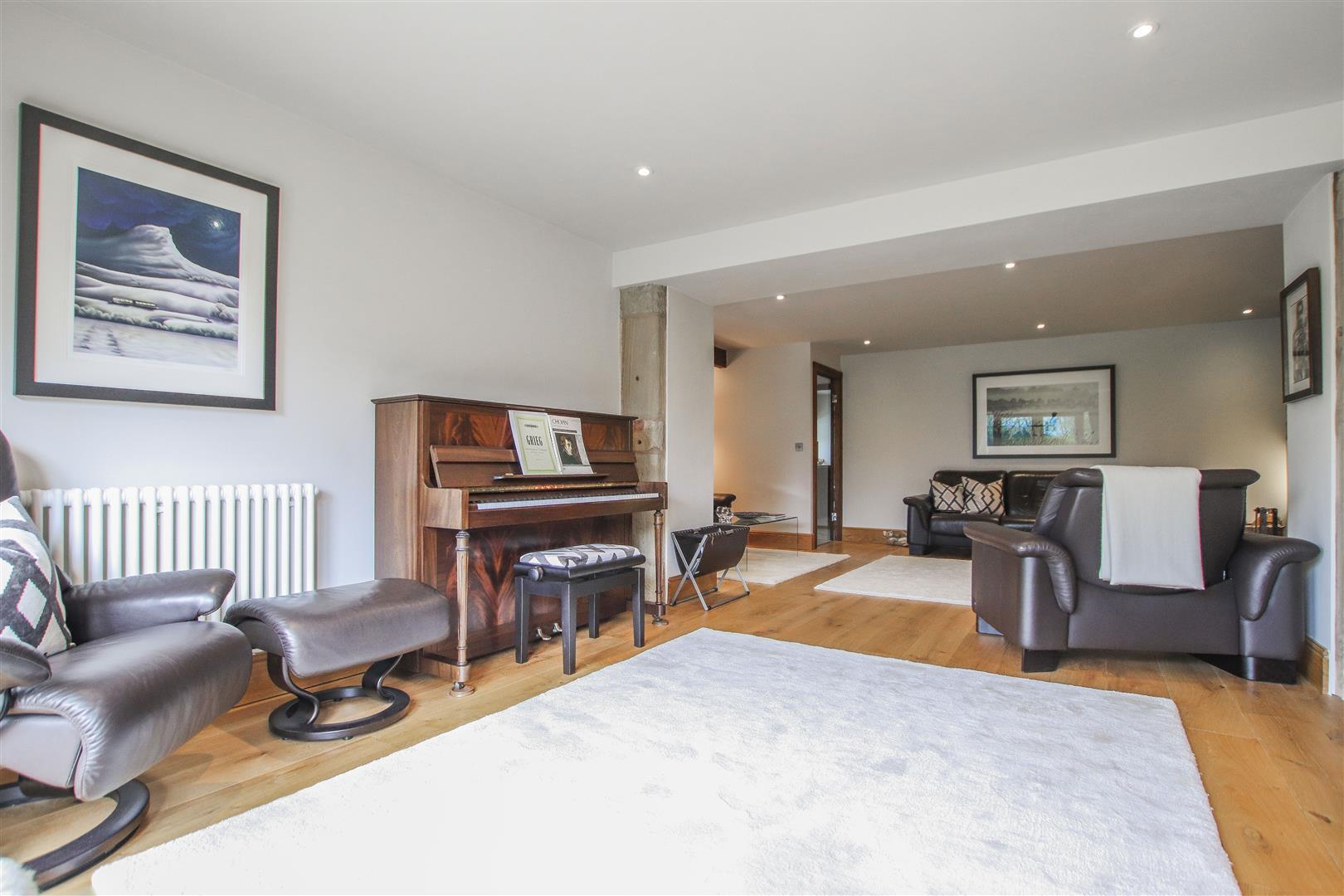 5 Bedroom Semi-detached House For Sale - 40.JPG